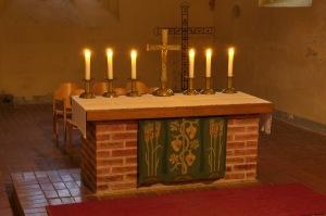 Kirche Blankenhagen - Altar mit Kerzen