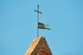 Kirche Blankenhagen - Kreuz mit Wetterfahne