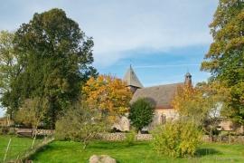 Kirche Dänschenburg im Herbst
